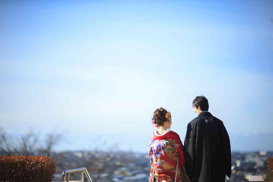 高台から金沢市街を一望できる