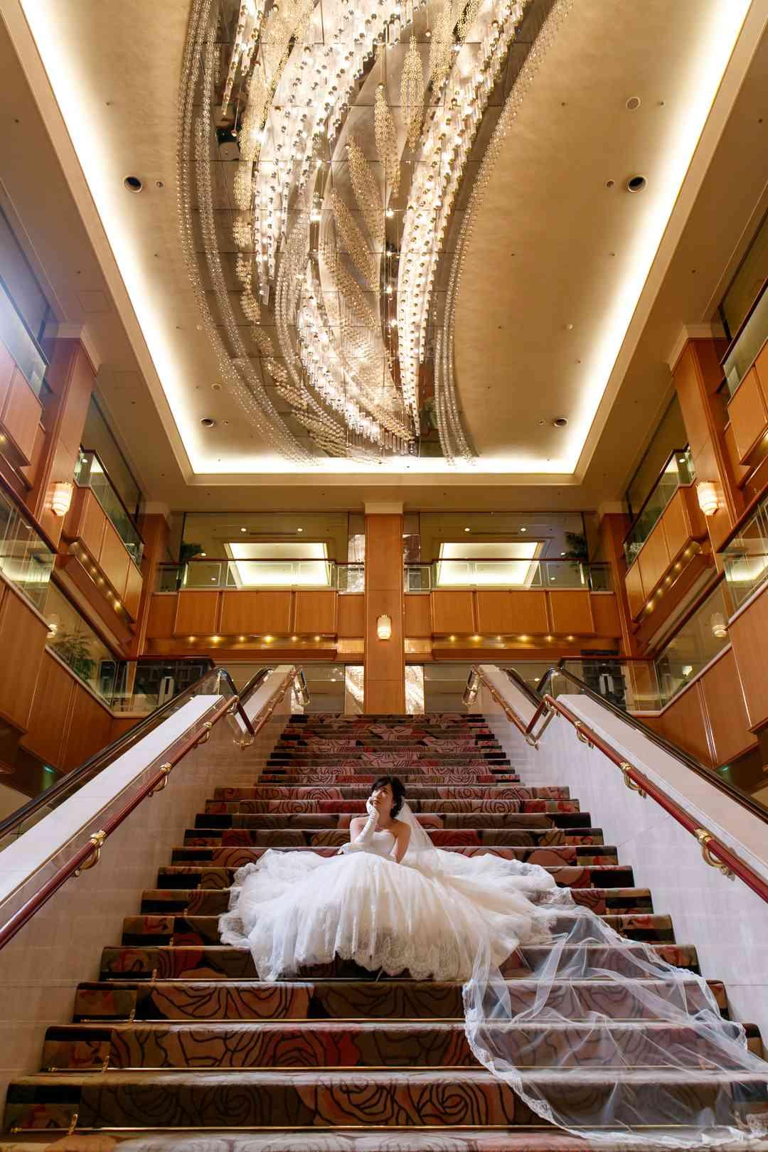 ロイヤルパークホテル  階段ギャラリー3