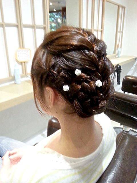 くるりんぱ」!?\u2015いまどき結婚式のお呼ばれヘアスタイル